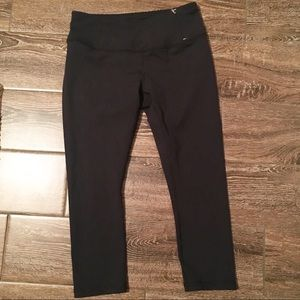 CALIA by Carrie Underwood sport cropped pant/tight